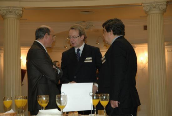 Ignacio Para, Presidente de la Fundación Bamberg, dialoga con el Consejero Rafae