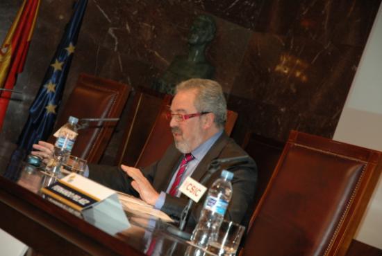 Conferencia del consejero de sanidad de la Rioja