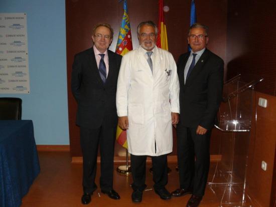 Ignacio Para con Manuel Marín, Gerente del Hospital de la Ribera y M. Guerrero