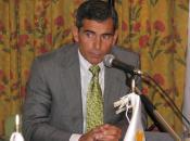 Miguel Isla, de Pfizer, tras su intervención