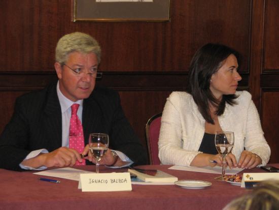 La intervención de un patrono de la fundación Bamberg, junto a la viceconsejera