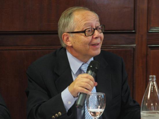 El ex-subsecretario del ministerio de sanidad y consumo, felicita a la consejera