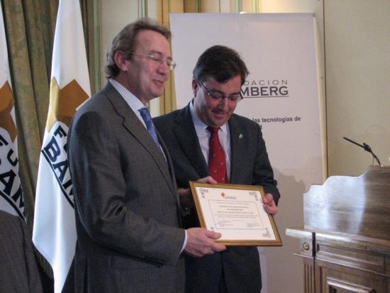 Ignacio Para entrega el Diploma al Consejero