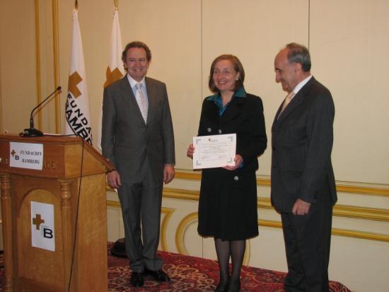 Maria Kutz recibe el diploma acreditativo