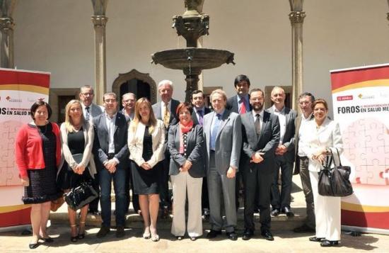 Foto de familia de los participantes en la reunión