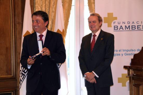 Manuel Cervera exhibe la Medalla