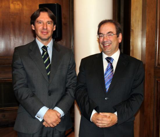 Carlos Velasco, director de Oximesa, con el Conseller Luis Rosado